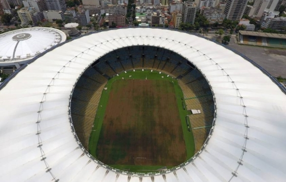 View of the world-famous Maracana Stadium in Rio de Janeiro on January 18, 2017. .After playing a key role in the 2014 World Cup and 2016 Olympic Games, hosted by Brazil, the iconic Maracana Stadium has fallen into a state of abandon due to a contract dispute, and is closed to tourists. / AFP PHOTO / VANDERLEI ALMEIDA
